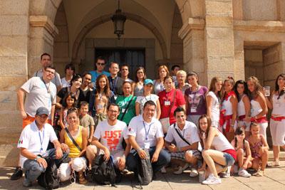 Familias de la localidad acogen a 13 mexicanos que vienen a la JMJ